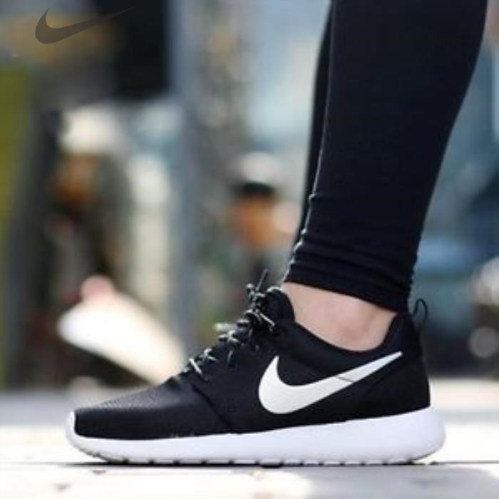 Nike Roshe Run Black Womens Size 7